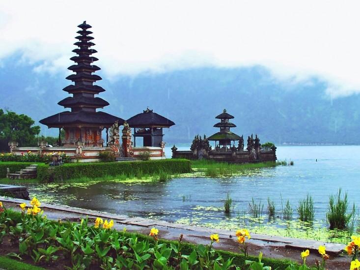 Bali-Indonesia-Pura-Ulun-Danu-HD