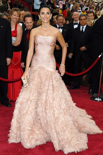 25fev-07-at-the-79th-academy-awards-held-at-the-kodak-theater-on-hollywood-boulevard-in-la-versace-bridal-gown-350mt080611